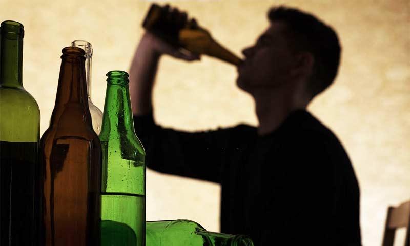 lạm dụng rượu bia là nguyên nhân gây đau dạ dày