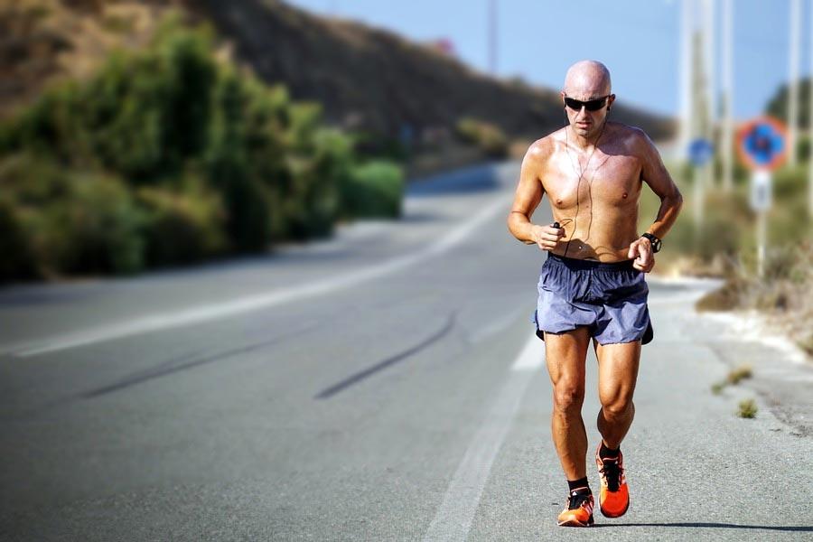 Vận động mạnh là nguyên nhân gây đau nhức xương khớp